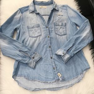 HOLLISTER DISTRESSED CHAMBRAY BUTTON DOWN SHIRT